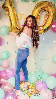 Birthday Girl Pictures, Birthday Photos, Hailee Steinfeld, Balloons Photography, Photography Poses, Fashion Kids, Double Digit Birthday Ideas, Moda Mango, Prettiest Celebrities
