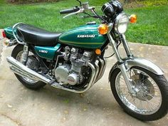 1976 - My second street bike. Vintage Motorcycles, Cars And Motorcycles, Kawasaki Classic, Kawasaki 900, Crotch Rockets, Cafe Style, Touring Bike, Triumph Bonneville, Street Bikes