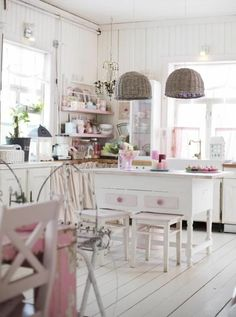 vintage schick and shabby chic on pinterest. Black Bedroom Furniture Sets. Home Design Ideas