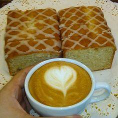 A R O M A  D I  C A F F É  . Viernes para brindar por grandes momentos. #CoffeeLovers . .  . Latte Arte by: @colmenaresroimer .  #AromaDiCaffé#MomentosAroma#SaboresAroma#Café#Caracas#Tostado#Coffee#CoffeeTime#CoffeeBreak#CoffeeMoments#CoffeeAdicts#CoffeeCake . Visítanos de lunes a sábado de 8:00 a.m. - 7: 00 p.m.
