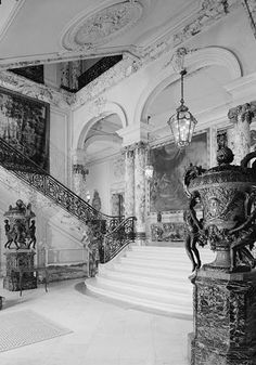 Staircase and Entrance Hall, at The Elms in Newport, Rhode Island. Built between 1899 & during Newport's Gilded Age for the Coal Baron Edward Berwind. Old Mansions Interior, Mansion Interior, Grand Entryway, Entrance Foyer, Entrance Halls, Modern Staircase, Grand Staircase, Marble Staircase, Staircase Design