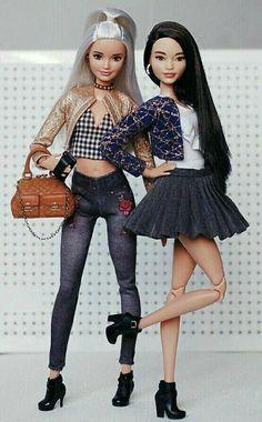 Look: Best Friend (Allison and Kate) Barbie Life, Barbie And Ken, Barbie House, Barbies Pics, Barbies Dolls, Dolls Dolls, Girl Dolls, Barbie Tumblr, Accessoires Barbie