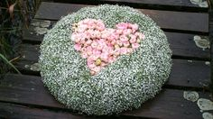 Fantastic Screen Funeral Flowers heart Tips If you might be preparing or perhaps participating in, funerals are invariably your sad and in some cases stre. Funeral Flower Arrangements, Funeral Flowers, Floral Arrangements, Grave Decorations, Funeral Tributes, Cemetery Flowers, Wreaths And Garlands, Arte Floral, Diy Flowers