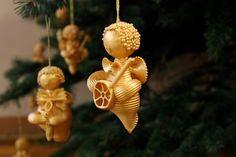 Decorare l'albero di Natale con la pasta. Ecco per voi oggi, 20 idee creative per realizzare degli addobbi natalizi per il vostro albero! Le idee n° 4 e ....