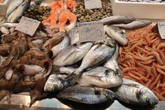 """Jerez fish market; amongst others Dorada """"de estero"""" means that it is captured in the flooded salt flats in the bay of Cadiz. The higher salt concentration gives a better flavour."""