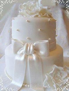 Pearl Sash Bow Wedding Cake