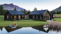 An Australian family's Queenstown escape is part of Barn style house - This peaceful Queenstown getaway is the place where a busy Sydneybased family can reconnect and let loose Style At Home, Modern Barn House, Barn Style Houses, Modern Cabins, Black House Exterior, Patio Grande, Modern Farmhouse Exterior, Shed Homes, Small House Plans