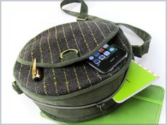 Canteen Bag in Wool & Corduroy - Types Of Purses, Tunic Sewing Patterns, Sewing Tutorials, Bag Tutorials, Sewing Diy, Free Sewing, Craft Tutorials, Sewing Ideas, Sewing Projects