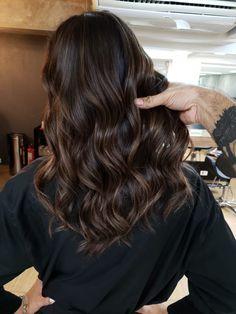 Brown Hair Balayage, Bayalage, Brown Blonde Hair, Hair Color Balayage, Brunette Hair, Hair Color Streaks, Hair Color Highlights, Hair Color Underneath, Curly Hair Styles Easy