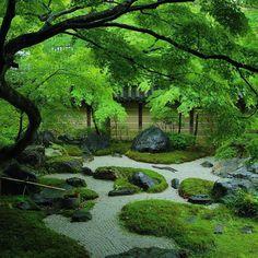 144 vind-ik-leuks, 2 reacties - Journal du Japon (@journaldujapon) op Instagram: 'Si jamais vous stressez durant la journée. Venez dans ce petit jardin zen vous ressourcer.…'
