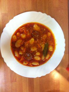 Judías con chorizo Chorizo, Chana Masala, Queso, Ethnic Recipes, Food, Pies, Cooking, Eten, Meals