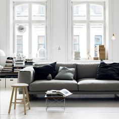 Ikea Nockeby liknar denna Soffa från muuto, bra i dettavardagsrum med stora… Tiny Living Rooms, Living Room Sofa, Living Room Decor, Muuto Sofa, Nordic Sofa, Decoration Gris, Danish Design Store, White Apartment, Grey Room