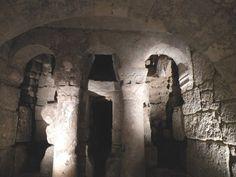 Cripta de San Antolín. Detalle del conjunto de separación con la cabecera.