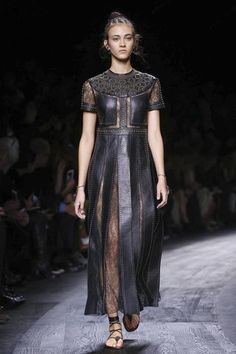 Ultima moda pentru Valentino Primavara Vara 2016