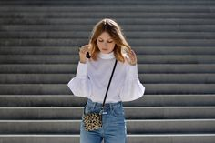 More on www.offwhiteswan.com Wide-Cut Blouse white by H&M Trend, Boyfriendjeans by Closed, Mini Leopard Bag by Gianni Chiarini, Adidas Superstar Sneaker allwhite #offwhiteswan #swantjesoemmer