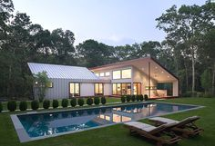 """East Hampton House - contemporary - exterior - new york - by Eisner Design LLC - Not into the pool, like the """"roof line"""" for my addition project, raise the house all the way up, and connect an addition in its backyard Architecture Résidentielle, Amazing Architecture, Moderne Pools, Backyard Pool Designs, Structure Metal, East Hampton, Metal Buildings, Design Case, Outdoor Rooms"""