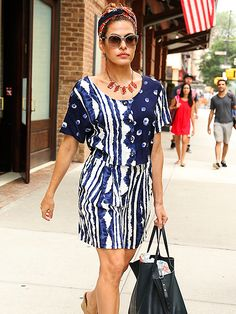 Eva Mendes showed off her patriotic spirit in red, white 'n' blue garb, paired with chic beige cat-eyes with amber lenses!