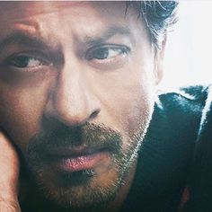 He makes us fall in love with all over again with this dreamy look ❤️️ . . #shahrukh #shahrukhkhan #srk #kingofbollywood #bollywood #badshahofbollywood #kingkhan #kingofromance #kingofbollywood