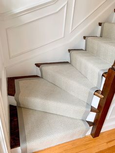 Everyone loves a neutral herringbone wool stair runner. This Wellesley, homeowner wanted something bright and airy, but also eye catching! By adding a wide binding, really makes the stair runner pop! Home Carpet, Carpet Sale, Rugs On Carpet, Hallway Colours, Hall Runner, Custom Carpet, Bannister, House Stairs, Stair Runners