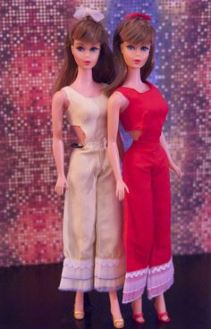 Twist n' Turn Barbies dressed in Schillmam Co. clone versions of Mattel's 'Caribbean Cruise' for Barbie, from 1967
