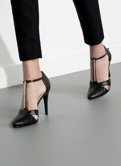 Uterqüe United Kingdom - High heel sandals with metal trim Pretty Shoes, Beautiful Shoes, Cute Shoes, Me Too Shoes, Stiletto Heels, High Heels, Glass Shoes, Strap Heels, New Shoes
