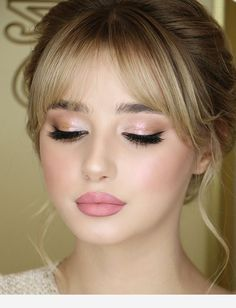 Bangs and a beautiful make-up- Pony und einen schönen make-up Bangs and a beautiful make-up - Bridal Makeup Looks, Wedding Makeup Looks, Bridal Eye Makeup, Party Makeup, Glam Makeup, Skin Makeup, Makeup Light, Beauty Make-up, Beauty Hacks