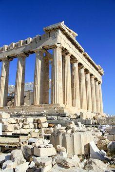 Le Parthénon, acropole d'Athènes, v.440 av.J-C. Fait en marbre du Pentélique et marbre de Paros, il mesure environ 14m de haut, et servait de temple.