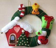 Resultado de imagem para guirlandas em feltro de natal Handmade Christmas Decorations, Felt Decorations, Felt Christmas Ornaments, Christmas Stockings, Christmas Wreaths, Holiday Decor, Scandi Christmas, Christmas Art, Xmas