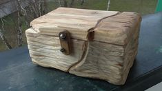Malá bednička vyrobená z dřevěného odpadu. Little wood chest made from wood scrap. pes.mikulas@gmail.com