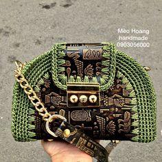 Crochet World, Crochet Art, Leather Bags Handmade, Handmade Bags, Tapestry Crochet Patterns, Potli Bags, Embroidery Stitches Tutorial, Macrame Bag, Crochet Purses