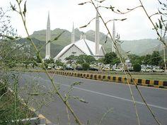 Faisal Chowk, Islamabad. (By www.flickr.com/photos/26931038@N07/)
