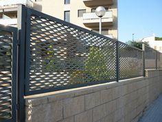 Montaje de valla, verja de metal extendido (deployée) con marco de vinuesa vallas y cercados, quieres tener una igual?- http://www.vinuesavallasycercados.com