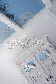Malarstwo ścienne, iluzjonistyczne - fragment dekoracji sufitu w Atelier Malowana, na pierwszym planie szafa secesyjna ręcznie malowana. © 2014 Atelier Malowana. All rights reserved. http://ateliermalowana.pl/