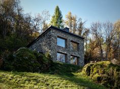 Modern stone cabin in northern italy is a romantic gem italian house designs photo gallery Small Cottage House Plans, Modern Cottage, Minimalist House Design, Modern House Design, Stone Cabin, Architecture Design, Charming House, Mountain Homes, Mountain Cabins