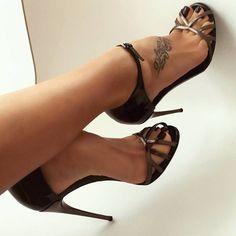 """""""Mi piace"""": 167, commenti: 4 - Feet & High-Heels  (@feetandheels) su Instagram: """"Awesome! ❤…"""""""