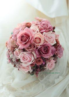 八芳園様へ、ピンクベージュのドレスにあわせて セピアピンクのバラのブーケでした。 とても素敵なお二人でした。 昨日寝ながら飲みながら...
