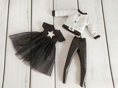 Black dress, bomber and leggings for Blythe doll, Blythe clothes, outfit for blythe Diy Barbie Clothes, Barbie Outfits, Black Leather Leggings, Denim Jumpsuit, Other Outfits, Barbie Dress, White Sweaters, Blythe Dolls, Toddler Girl