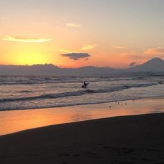 【yucorin13】さんのInstagramをピンしています。 《夕焼け … ♡ … 富士山  Mt. Fuji  アルバムから゚*.。.*゚*.。.*゚*.。.*゚*.。.*゚゚*.。.*゚*.。.*゚*.。.*゚*.。. #日本の風景#海#夕焼け#富士山#自然#海岸#黄昏#夕日 #japan #mtfuji #sea #sunset #nature #ig_japan #total_sky  #写真撮ってる人と繋がりたい  #写真好きな人と繋がりたい  #ゆうやけこやけ部 #思い出の景色 ゚*.。.*゚*.。.*゚*.。.*゚*.。.*゚゚*.。.*゚*.。.*゚*.。.*゚*.。.*゚2016.11.12  写真見てたらつい夜更かし… おやすみなさい♡  ゚*.。.*゚*.。.*゚*.。.*゚*.。.*゚》