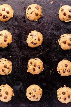 Chewy Vegan Chocolate Chip Cookies - ilovevegan.com #vegan Vegan Chocolate Chip Cookie Recipe, Dairy Free Chocolate, Chocolate Chip Cookie Dough, Vegan Gingerbread Cookies, Vegan Candies, Big Cookie, Sweets Cake, Vegan Sweets, Us Foods