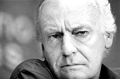 """El periodista y escritor uruguayo Eduardo Galeano, reconocido por apoyar las ideas que condenan el neoliberalismo y aportar por un """"socialismo real"""", insiste a lo largo de sus reseñas y análisis en la crítica situación en la que se encuentra Latinoamérica, sobretodo entre las nuevas generaciones que no creen en la democracia. Según Galeano, cuando […]"""