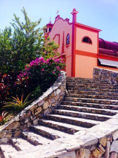 #Huatulco, belleza colonial que se admira en cada uno de sus muros. Paisajes asombrosos que se pueden admirar en #Mexico.