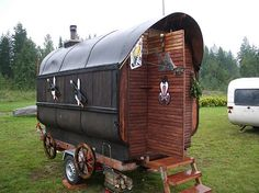 Portable saunas offer the perfect solution for people who are on the go but still want to enjoy the benefits of a relaxing sauna. Diy Sauna, Cabana, Outdoor Sauna, Outdoor Decor, Mobile Sauna, Portable Sauna, Sauna Design, Ice Houses, Ski Lift