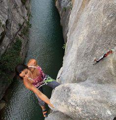 Daila Ojeda photo by Patrick Franza Climbing Girl, Sport Climbing, Ice Climbing, Mountain Climbing, Mountain Biking, Camp Rock, Sports Photos, Mountaineering, Extreme Sports