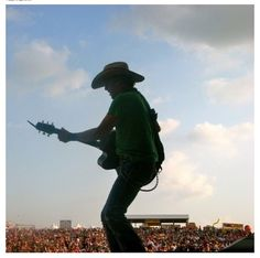 Jason Aldean love this profile pic :)