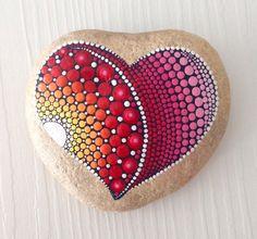 Gran roca corazón punto arte Mandala pintado piedra hadas