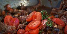 Говядина в соево-баклажановом соусе с картофелем