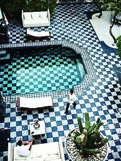 Great pool. Love how the tiles go on in the terrace.