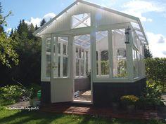 Kasvihuone Kasvihuone ikkunoista Outdoor Areas, Outdoor Structures, Old Houses, Gazebo, Outdoor Living, Home And Garden, Green, Inspiration, Gardening