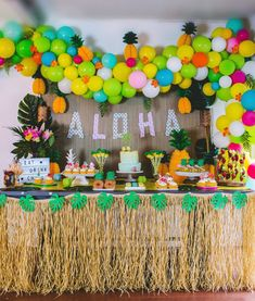 Party Like a Pineapple – Luau Birthday Party Ideas Party wie eine Ananas - Luau Birthday Party Ideas Aloha Party, Luau Theme Party, Hawaiian Luau Party, Hawaiian Birthday, Luau Birthday, 2nd Birthday Parties, Party Themes, Party Ideas, Themed Parties