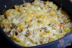 Už dávno jsme neměli k obědu francouzské brambory. Když jsem se doma ptala, zda mohou být k obědu, tak mi to ofrflali a tak jsem musela vymýšlet něco nového. Tak jsem je trochu zmátla tímto obědem, namísto párku a vajíčka jsem udělala základ z mletého masa, žampionů a rajčata. Víte jak se olizovali? Autor: Lacusin